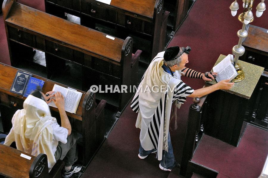 Judeus ortodoxos em oraçao na Sinagoga Tamud Thora. Sao Paulo. 2015. Foto de Marcia Minillo.
