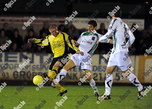 2010-10-27 / Voetbal / seizoen 2010-2011 / Beker Van België / KFC Lille - Cercle Brugge / Jef De Busser (L, Lille) met Serebrennikov..Foto: Mpics