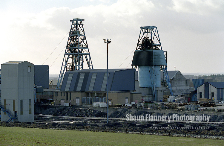 Pix: Shaun Flannery/shaunflanneryphotography.com...COPYRIGHT PICTURE>>SHAUN FLANNERY>01302-570814>>07778315553>>..20th February 1996..Markham Main Colliery , a coal mine in the village of Armthorpe nr. Doncaster which was shut in 1996.