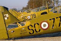 - T6 Texan training airplanes (1940) removd by Italian Air Force parked in a wrecks dealer ....- aerei da addestramento T6 Texan (1940) dismessi dall'Aeronautica Militare Italiana parcheggiati presso un commerciante di rottami
