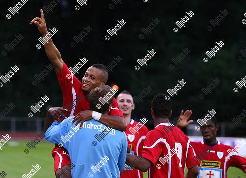 2011-08-17 / voetbal / seizoen 2011-2012 / KV Turnhout - KSK Hasselt / Abdul Arouna viert zijn doelpunt samen met trainer Daniel Simmes