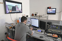 - Milan, editorial office of C6.tv,indipendent TV station that broadcasts via broadband Internet<br /> <br /> - Milano, redazione di C6.tv, emittente televisiva indipendente che trasmette attraverso internet a banda larga