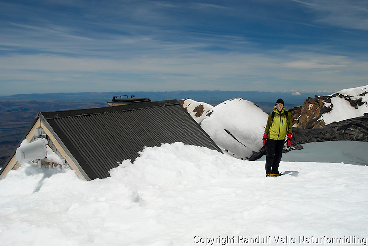 Hytte på Mt Ruapehu ---- Shelter on top of Mt Ruapehu