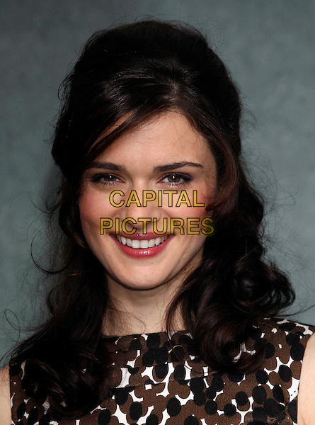 """RACHEL WEISZ.at a photocall ahead of their press conference in London today for the film """"The Brothers Bloom"""" during the London Film Festival, London, England, .October 27th 2008..portrait headshot red lipstick berry smiling .CAP/DS.©Dudley Smith/Capital Pictures"""