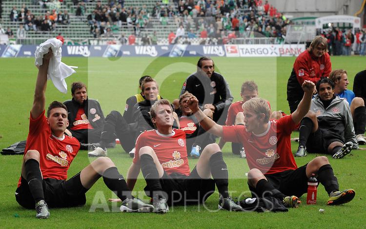 18.09.2010, Weserstadion, Bremen, GER, 1. FBL, Werder Bremen vs 1. FSV Mainz 05, im Bild Jubel bei den Mainzern nach dem Sieg   Foto © nph / Frisch