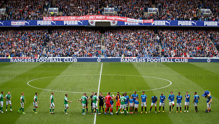 Rangers and Hibs line up at the start