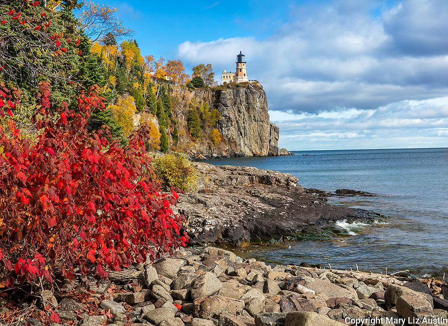 Split Rock Lighthouse SP, Minnesota: Split Rock Lighthouse stands above Lake Superior in fall
