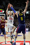 Real Madrid´s Carroll and Barcelona´s Huertas during Liga Endesa Final first match at Palacio de los Deportes in Madrid, Spain. June 19, 2015. (ALTERPHOTOS/Victor Blanco)