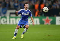 FUSSBALL   CHAMPIONS LEAGUE   SAISON 2013/2014   GRUPPENPHASE FC Schalke 04 - FC Chelsea        22.10.2013 Cesar Azpilicueta (FC Chelsea) am Ball