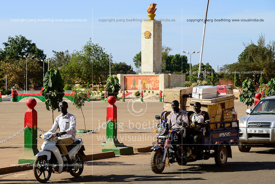 BURKINA FASO, capital Ouagadougou,  obelisk of Place de la Revolution - Revolution square and chinese three-wheeler Apsonic / Platz der Revolution und chinesisches Lastendreirad Apsonic