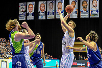 GRONINGEN - Basketbal, Donar - ZZ Leiden, Martiniplza, Halve finale NBB beker, seizoen 2018-2019, 13-02-2019, Donar speler Thomas Koenes met Leiden speler Clayton Vette