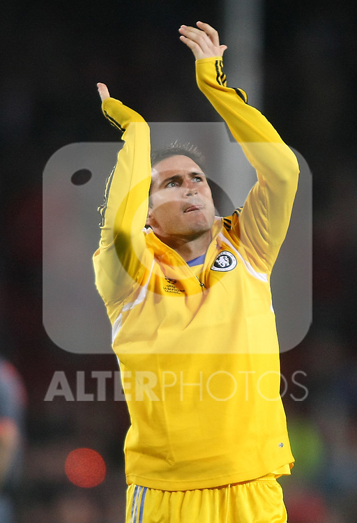 Chelsea's Frank Lampard wave to the supporters after the UEFA Champions League match.April 28 2009. (ALTERPHOTOS/Acero).