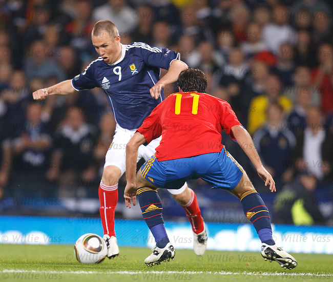 Kenny Miller is clean through on goals and decides to square the ball instead