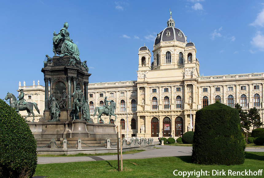 Naturhistorisches Museum und Denkmal Maria Theresia am Maria-Theresien-Platz, Wien, &Ouml;sterreich, UNESCO-Weltkulturerbe<br /> Museum of Natural History and monument  Maria Theresia, Vienna, Austria, world heritage