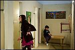 """Inaugurazione della mostra ?Donne nella doccia"""", opere di Nella Caffarati e Tullia Udovicic, ai Bagni Pubblici di via Agliè. Aprile 2013."""