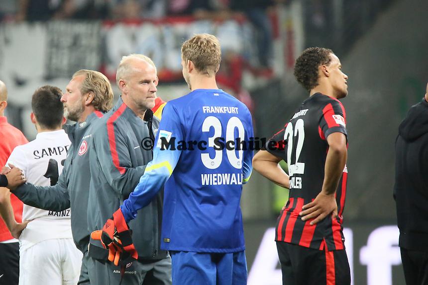 Trainer Thomas Schaaf mit Felix Wiewald (Eintracht) - Eintracht Frankfurt vs. 1. FSV Mainz 05, Commerzbank Arena