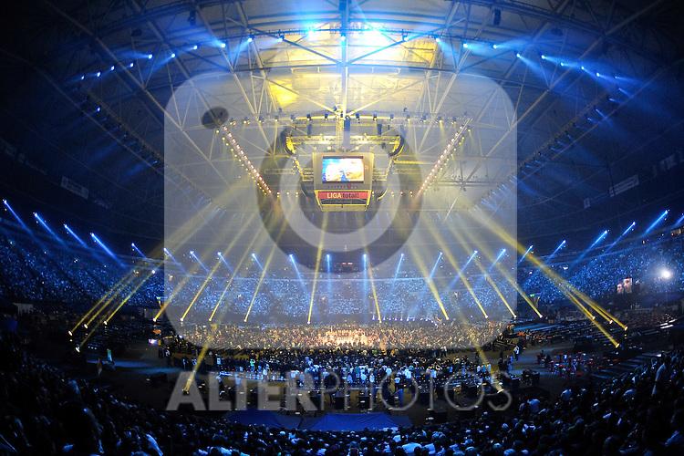29.05.2010, Auf Schalke VELTINS-Arena, Gelsenkirchen, WM WBC, Vitali Klitschko vs. Albert Sosnowski, im Bild Arena Auf Schalke vor dem Kampf im Lichtermeer. Foto © nph / Kurth