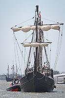 Nina and Pinta dock at Tin city