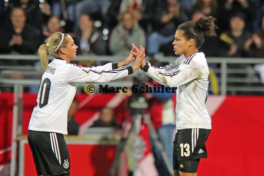 Jubel Celia Sasic (D) beim 1:0  mit Luisa Wensing - Deutschland vs. Kroatien, WM-Qualifikation, Frankfurter Volksbank Stadion