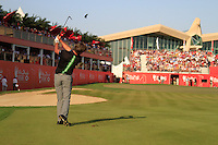 Robert Rock (ENG) in action on the 18th hole during Sunday's Final Round of the HSBC Golf Championship at the Abu Dhabi Golf Club, United Arab Emirates, 29th January 2012 (Photo Eoin Clarke/www.golffile.ie)