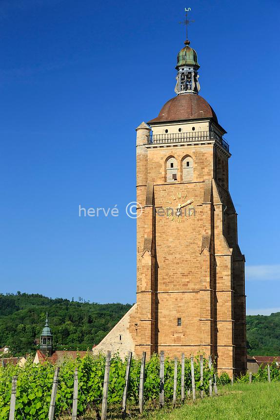 France, Jura (39), Arbois, le clocher de l'église Saint-Just et le vignoble // France, Jura, Arbois, Saint Just church tower and the vineyard
