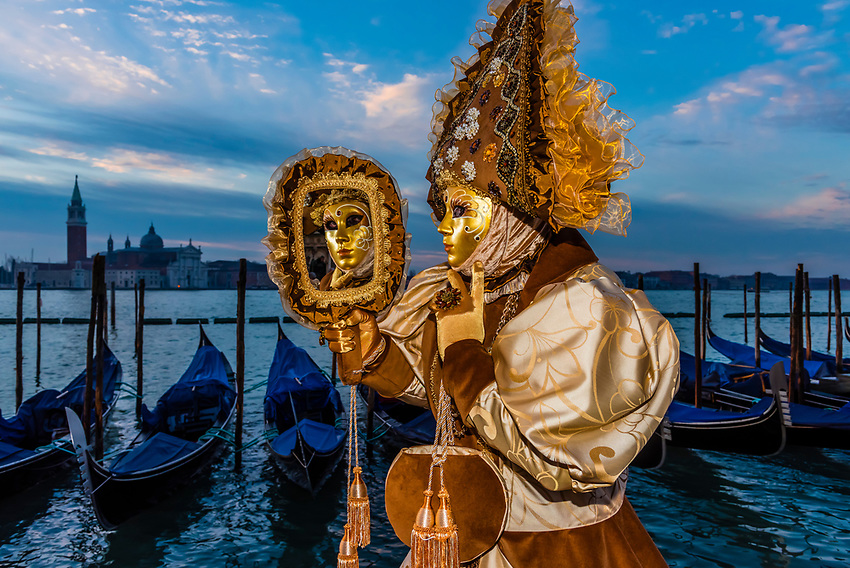 Italy-Venice-Carnival-Costumes