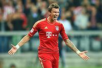 MUNIQUE, ALEMANHA, 25 SETEMBRO 2012 - CAMPEONATO ALEMAO - BAYERN DE MUNIQUE X WOLFSBURG - Mario Mandzukic jogador do Bayern de Munique comemora seu gol durante partida contra o Wolfsburg, pela quinta rodada do Campeonato Alemao, nesta terca-feira, no estadio Allianz Arena em Munique na Alemanha. O Bayern venceu por 3 a 0. (FOTO: PIXATHLON / BRAZIL PHOTO PRESS).