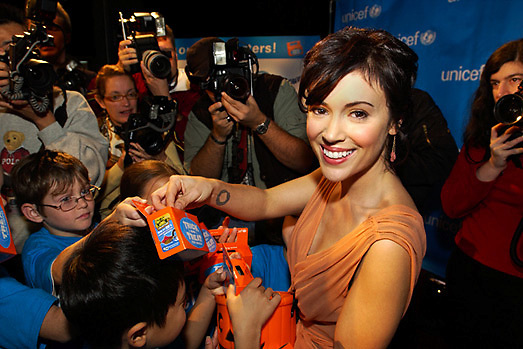 "Alyssa Milano helps raise funds for the ""Trick or Treat for UNICEF"" campaign."