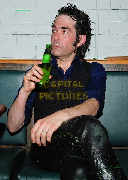 Jon Spencer Backstage at This Ain't Hollywood | CAPITAL PICTURES