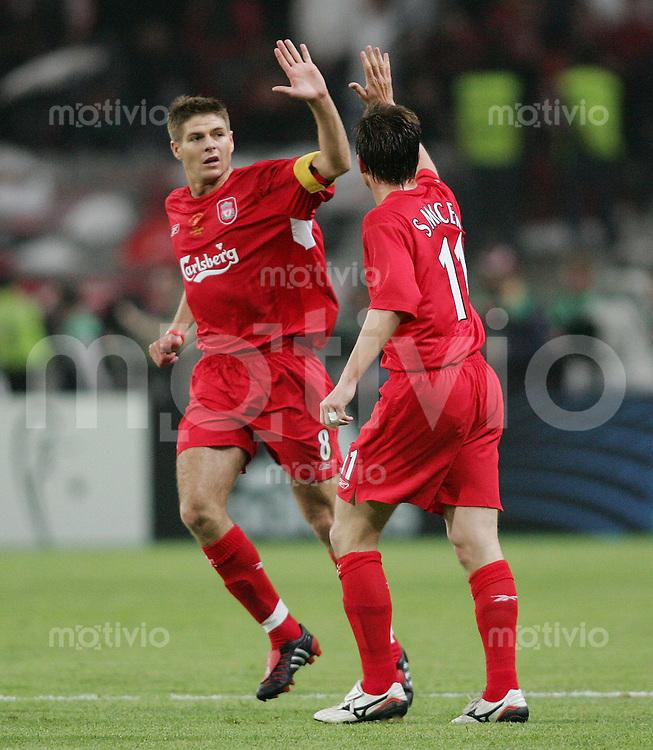 Fussball International UEFA Champions League  Finale 2004/2005 AC Mailand 5-6 n.E. Liverpool FC JUBEL Liverpool, Vladimir Smicer (re) erzielt das Tor zum 3-2 klatscht mit Steven Gerrard (Torschuetze) zum 3-1 ab