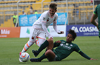 BOGOTÁ -COLOMBIA, 25-02-2018: Fabian Vargas (Der) de La Equidad disputa el balón con Duvan Vergara (Izq) del  Envigado durante partido por la fecha 5 de la Liga Águila I 2018 jugado en el estadio Metropolitano de Techo de la ciudad de Bogotá./ Fabian Vargas (R) player of La Equidad fights for the ball withDuvan Vergara (L) player of Envigado during the match for the date 5 of the Aguila League I 2018 played at Metropolitano de Techo stadium in Bogotá city. Photo: VizzorImage/ Felipe Caicedo / Staff