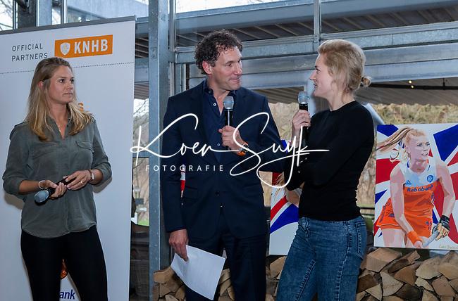 VOGELENZANG -  Carlien Dirkse van den Heuvel (Ned) en Kitty van Male namen  afscheid van Oranje, met Marcel Maijer.  . Spelerslunch KNHB 2019. (Ned)   COPYRIGHT KOEN SUYK