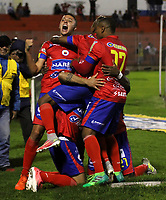 PASTO -COLOMBIA, 06-08-2017: Robin Ramirez jugador del Deportivo Pasto celebra con sus compañeros después de anotar un gol a América de Cali durante partido por la fecha 6 de la Liga Águila II 201/ jugado en el estadio La Libertad de Pasto. / Robin Ramirez player of Deportivo Pasto celebrates with his teammates after scoring a goal to America de Cali during match for the date 6 of Aguila League II 2017 played at La Libertad stadium in Pasto. Photo: VizzorImage / Leonardo Castro / Cont
