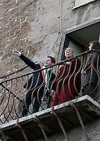 Il Dalai Lama, al centro, arriva in Campidglio, Roma, 9 febbraio 2009, accolto dal Sindaco Gianni Alemanno, sinistra, e dalla moglie Isabella Rauti, per ricevere la cittadinanza onoraria..Tibetan spiritual leader Dalai Lama, center, is welcomed by Rome's Mayor Gianni Alemanno, left, and his wife Isabella Rauti, as he arrives at the Rome's Campidoglio, 9 february 2009, to be made honorary citizen..UPDATE IMAGES PRESS/Riccardo De Luca