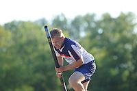 FIERLJEPPEN: BURGUM: 07-06-2013, Nationale competitie fierljeppen, Tom Hoekstra, ©foto Martin de Jong