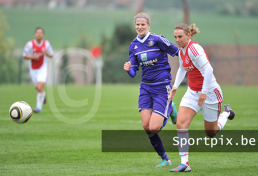 RSC Anderlecht Dames - Ajax Amsterdam : Chantal De Ridder in duel met Justine Vanhaevermaet (links).foto DAVID CATRY / Nikonpro.be