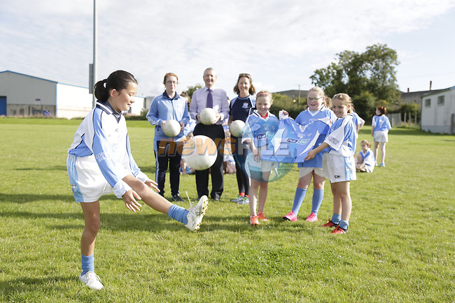 Flogas marketing manager Eoin O'Flynn presenting Newtown Blues girls with there new kit.<br /> Picture Fran Caffrey | Newsfile