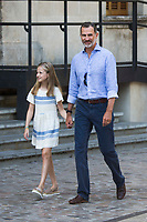 Princess Sofia and King Felipe before arrive to  the modernist museum Can Prunera de Soller