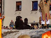 B&auml;r und B&auml;renpfeifer beim Aufzug der Masken beim Nassereither Schellerlauf, Fasnacht in Nassereith, Bezirk Imst, Tirol, &Ouml;sterreich, Europa, immaterielles UNESCO Weltkulturerbe<br /> bear and piper at the gathering of the masks, Nassereither Schellerlauf-Fasnacht, Nassereith, Tyrol, Austria Europe, Intangible World Heritage