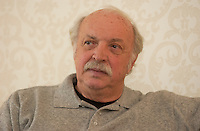 Jean Becker, film maker in a 2004 Interview.<br /> <br /> He directed  :<br />  Dialogue avec mon jardinier , Effroyables jardins <br /> ... aka Strange Gardens <br /> , Un crime au paradis <br /> . aka A Crime in Paradise, Les Enfants du marais, Children of the Marshlands ,  ?lisa<br /> <br /> , L' ?té meurtrier,  aka One Deadly Summer ,  Tendre voyou (aka Tender Scoundrel.<br /> <br /> photo : (c) images Distribution