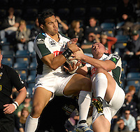 Wycombe, Great Britain, Exiles, left, Riki FLUTNEY and Richie REES collect the high ball, during the EDF Energy, Anglo Welsh, rugby Cup match, London Wasps vs London Irish,  at Adams Park, England, 08/10/2006. [Photo, Peter Spurrier/Intersport-images]....