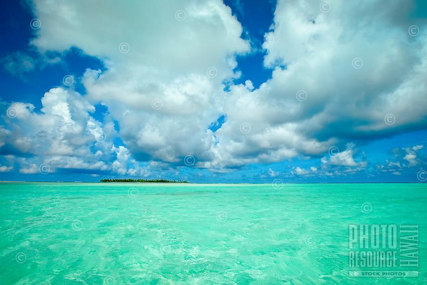 A view of Maina Island from Honeymoon Island (sandbar), Aitutaki Lagoon, Aitutaki Atoll, Cook Islands.