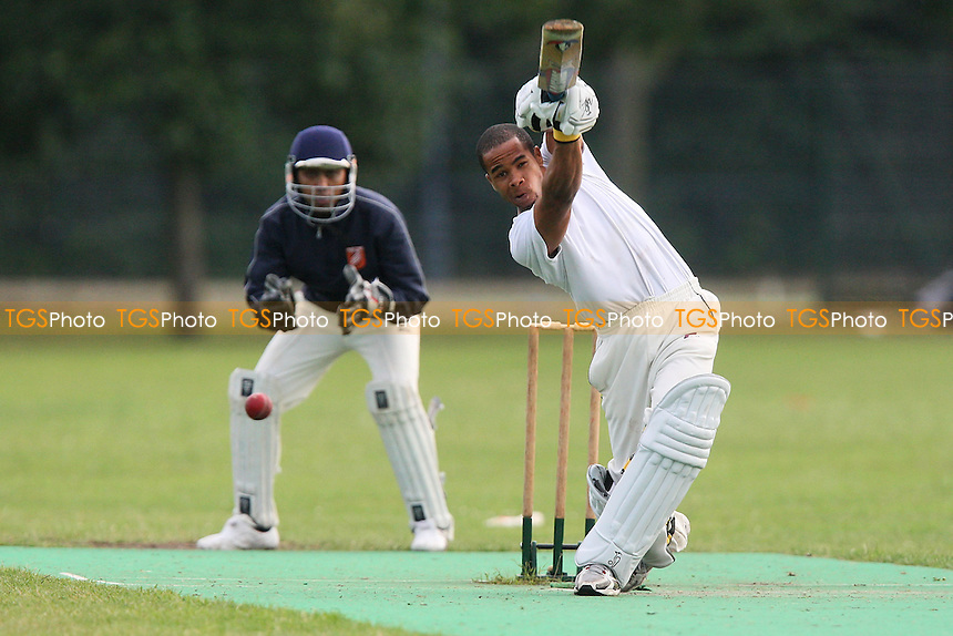 London Tigers CC vs Contenders CC - Victoria Park Community Cricket League - 15/07/09 - MANDATORY CREDIT: Gavin Ellis/TGSPHOTO - Self billing applies where appropriate - 0845 094 6026 - contact@tgsphoto.co.uk - NO UNPAID USE.