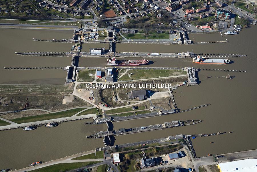 Nord Ostseekanal Schleuse Brunsbuettell: EUROPA, DEUTSCHLAND, SCHLESWIG-HOLSTEIN, BRUNSBUETTEL , (EUROPE, GERMANY), 12.03.2014: Schleuse Nord-Ostseekanal von Brunsbuettel. Der Nord-Ostsee-Kanal (NOK; internationale Bezeichnung: Kiel Canal) verbindet die Nordsee (Elbmuendung) mit der Ostsee (Kieler Foerde). Diese Bundeswasserstraße ist nach Anzahl der Schiffe die meistbefahrene kuenstliche Wasserstraße der Welt.<br /> Der Kanal durchquert auf knapp 100 km das deutsche Bundesland Schleswig-Holstein von Brunsbuettel bis Kiel-Holtenau und erspart den etwa 900 km laengeren Weg um die Nordspitze Daenemarks durch Skagerrak und Kattegat.<br /> Die erste kuenstliche Wasserstraße zwischen Nord- und Ostsee war der 1784 in Betrieb genommene und 1853 in Eiderkanal umbenannte Schleswig-Holsteinische Canal. Der heutige Nord-Ostsee-Kanal wurde 1895 als Kaiser-Wilhelm-Kanal eroeffnet und trug diesen Namen bis 1948.