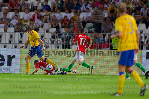 Sweden's Johan Elmander (L) fights for the ball with Hungary's Zsolt Korcsmar (C) and Zoltan Stieber (R) during the UEFA EURO 2012 Group E qualifier Hungary playing against Sweden in Budapest, Hungary on September 02, 2011. ATTILA VOLGYI