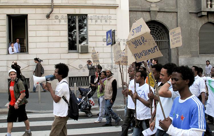 Milano, manifestazione rifugiati per la casa e il diritto all'asilo politico