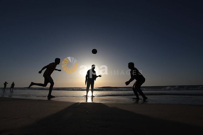 Palestinian children enjoy playing in the sea at Gaza beach on May 2, 2014. Photo by Ashraf Amra