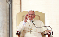 Papa Francesco tiene l'udienza generale del mercoledi' in Piazza San Pietro, Citta' del Vaticano, 15 ottobre 2014.<br /> Pope Francis attends his weekly general audience in St. Peter's Square at the Vatican, 15 October 2014.<br /> UPDATE IMAGES PRESS/Isabella Bonotto<br /> <br /> STRICTLY ONLY FOR EDITORIAL USE