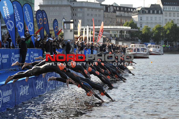 21.07.12, Hamburg-Innenstadt, Hamburg, GER, Triathlon, Dextro Energy Triathlon, ITU World Cup Men, im Bild Start-Einsprung der Elite am Jungfernstieg in die Binnenalster//during championship at Hamburg 2012/07/21,Hamburg<br /> Foto &copy; nph/ Witke *** Local Caption ***
