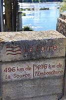 France, Nièvre (58), Pouilly-sur-Loire, signalétique sur le pont informant que la Loire est ici a son mi-parcours // France, Nievre, Pouilly sur Loire, signage on the bridge informing the Loire here has its mid-term
